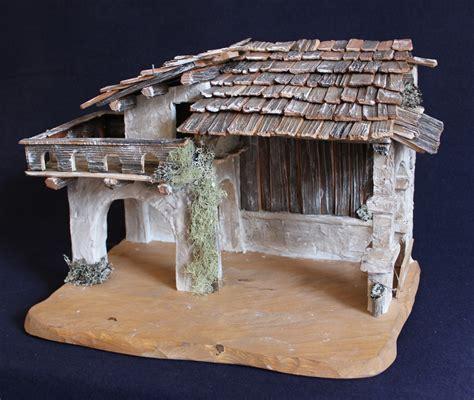 diversi tipi di legno capanna realizzata con diversi tipi di legno