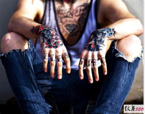 高调张扬的手背纹身