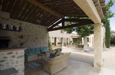 cuisine provencale d馗o terrasse couverte au charme proven 231 al avec toiture 224 la