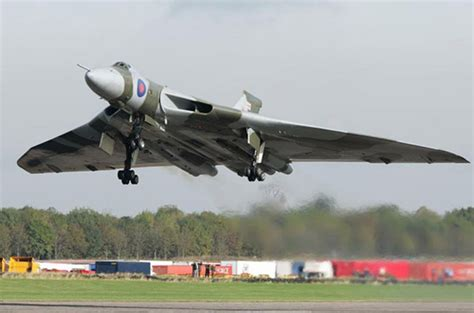 Boomber Voolcon last flying avro vulcan xh558 prepares for swan song the register