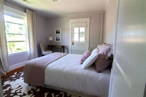 ben moore violet pearl modern master bedroom paint but something s moving in places i d forgotten so