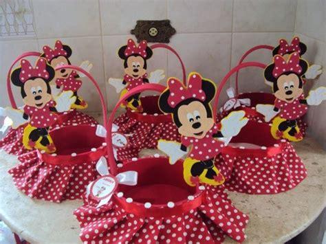 pin de camycamy en baby shower centros de mesa goma y centro canasta minnie mouse mickey mouse fiestas mice and minnie mouse