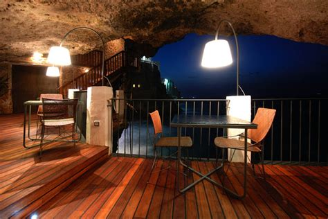 cave resturuant side of a cliff italy the seaside restaurant set inside a cave 171 twistedsifter