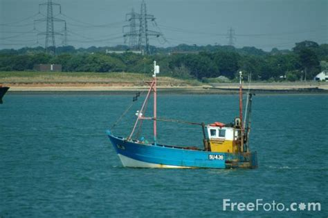 boat pictures solent fishing boat solent water hshire pictures free use