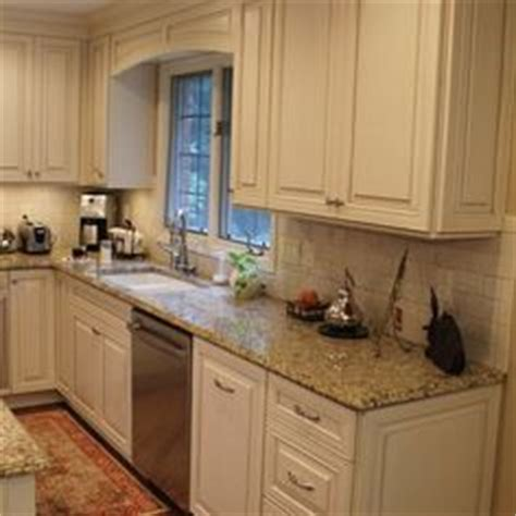kitchen cabinet cornice 1000 images about valances on pinterest wood valance