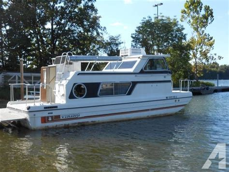 mini pontoon boats illinois 81 viking house boat 26 w trailer 10500 for sale in