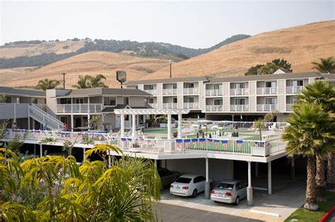 Book Pismo Lighthouse Suites Pismo Beach Hotel Deals House Inn Pismo