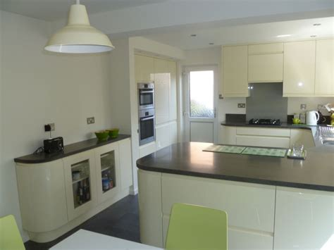 modern handleless kitchens contemporary handleless gloss kitchen ely newrooms