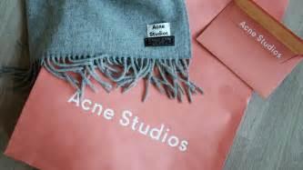 Light Skin Guys New In Acne Studios Canada Light Grey Melange Scarf