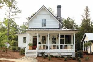 Farmhouse Style House by Busy Days Worthwhile Modern White Farmhouse