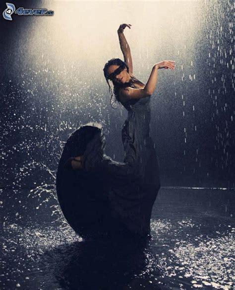donna bagnata abito nero