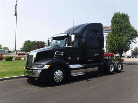 2018 western 5700xe sleeper semi truck for sale