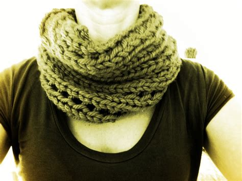 pattern for simple knitted cowl free and easy chunky cowl pattern twyste