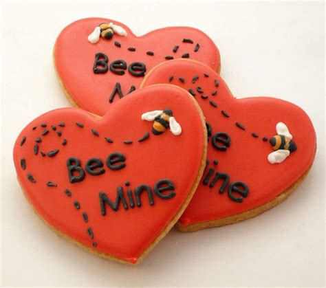 valentines decorated cookies decorated cookies s day bee mine by katieduran