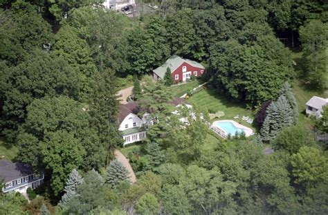 clinton house chappaqua c mon hillary and bill really the denise simon