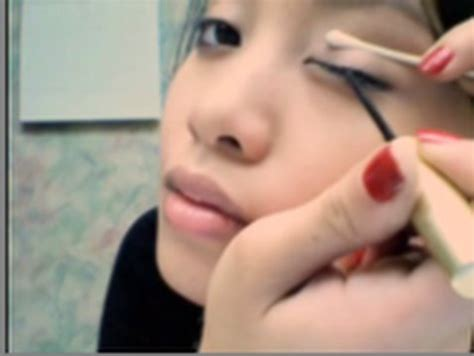 tutorial memakai eyeliner gel wardah eyeliner tutorial pencil cream gel liquid youtube