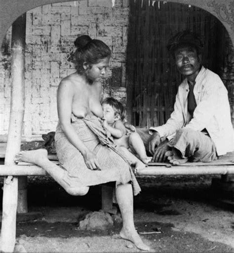File Woman Breast Feeding Baby Wikimedia Commons