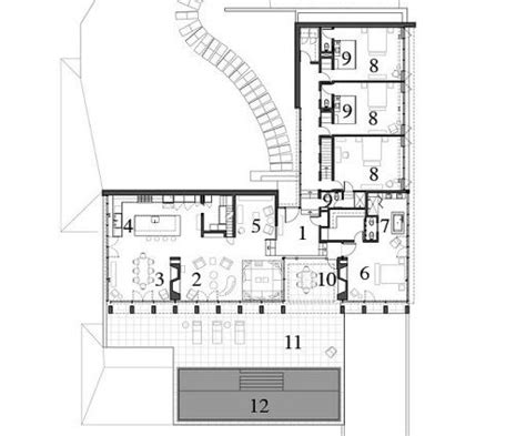 The L shaped floor plan.1 Entrance Hall 2 Living Room 3