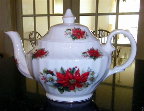 christmas teapots made in england staffordshire heritage poinsettia 6 cup teapot made in poinsettia