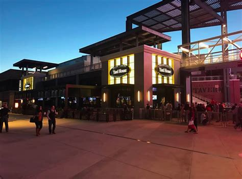 yard house chicago the yard house restaurant house plan 2017