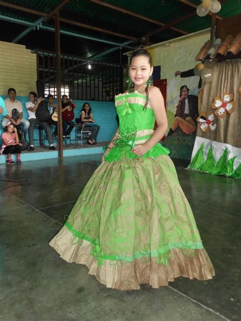 vestidos hechos con materiales reciclados un blog verde vestido de papel reciclaje vestidos hechos con