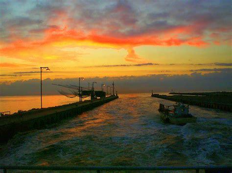 sul mare tramonto sul mare foto immagini paesaggi albe e