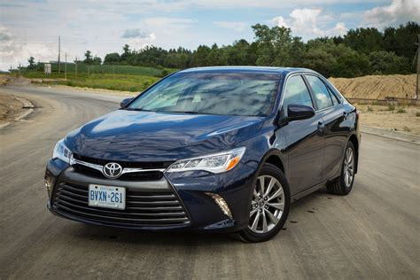 toyota reviews 2015 review 2015 toyota camry xle canadian auto review