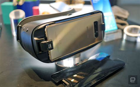 Vr Samsung Note 8 Samsung S New Gear Vr Is Built For The Big Galaxy Note 8