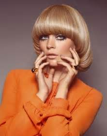 feather cut 60 s hairstyles 70 s look bob haircut orange orange ade looks pinterest