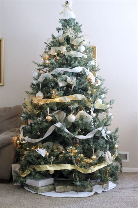 white and gold decorated trees i m dreaming of white gold decororations