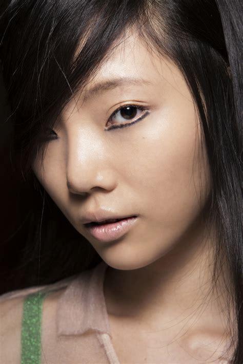 Top 7 Makeup Tricks For Winter by 7 Tricks For Better Bottom Eyeliner Stylecaster