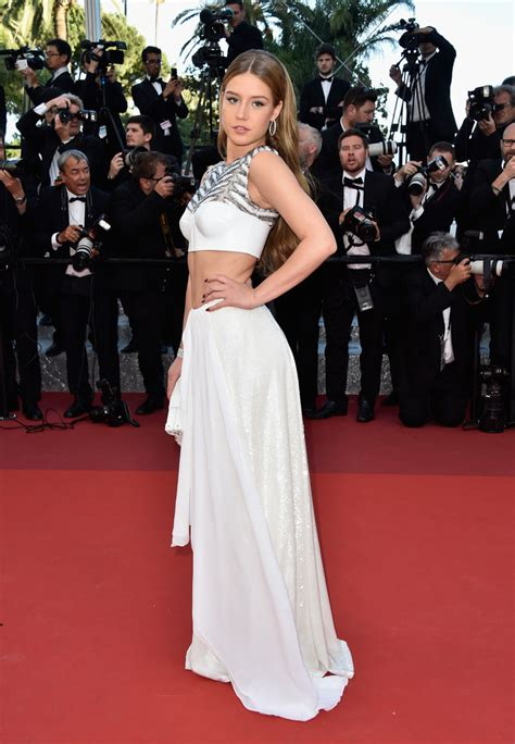 adele exarchopoulos y novio adele exarchopoulos all the breathtaking looks from the