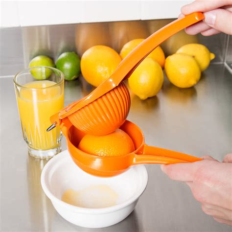 Orange Squeeze orange squeezer held manual