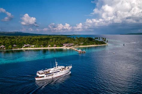 dive resorts wakatobi indonesia scuba diving holidays equator diving