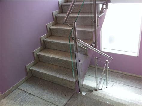 edelstahlgeländer treppenhaus treppenhausgel 228 nder aus edelstahl und glas metallbau