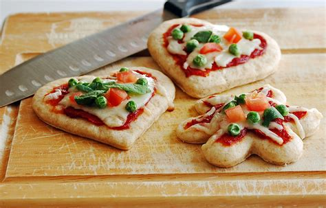Amazing Easy Christmas Recipes For Kids #1: Peaspizza.jpg