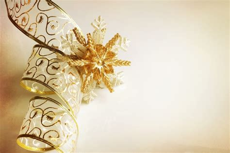 xmas wallpaper gold gold christmas ornaments pictures photos