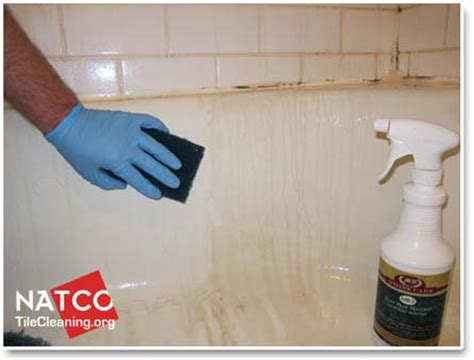 Cleaning Stained Bathtub by How To Clean Soap Scum And Stains In A Bathtub