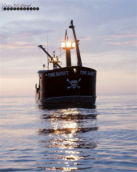 deadliest catch cape caution boat bow sunset time bandit deadliest catch pinterest