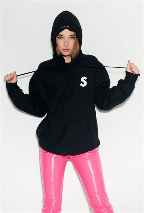 Hoodie Supreme Bristle Script Text Wash Tag snyder models all american classic labels in editorial by terry richardson