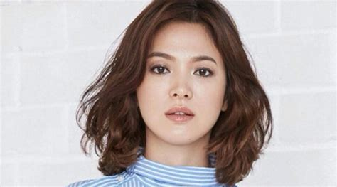Model Rambut Song Hye Kyo by Muncul Dengan Rambut Ikal Song Hye Kyo Til Bak Ratu Di