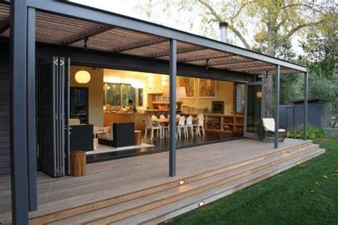 metall pavillon befestigen wąska weranda w nowoczesnym domu zdjęcie w serwisie