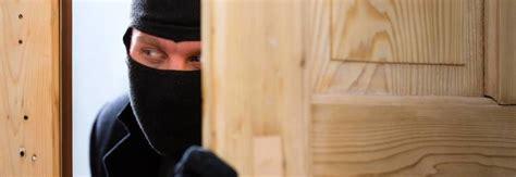 ladri in casa ferie in arrivo paura dei ladri ecco come difendersi dai