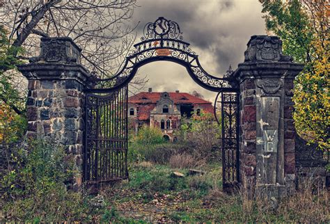 breathtaking abandoned places   world