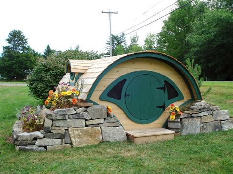 hobbit hole house woodshire hobbit hole tiny house swoon