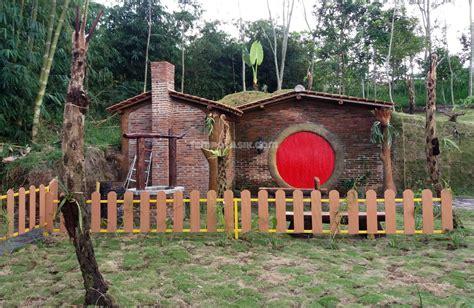 membuat rumah hobbit rumah hobbit cangkringan wisata hits terbaru pending