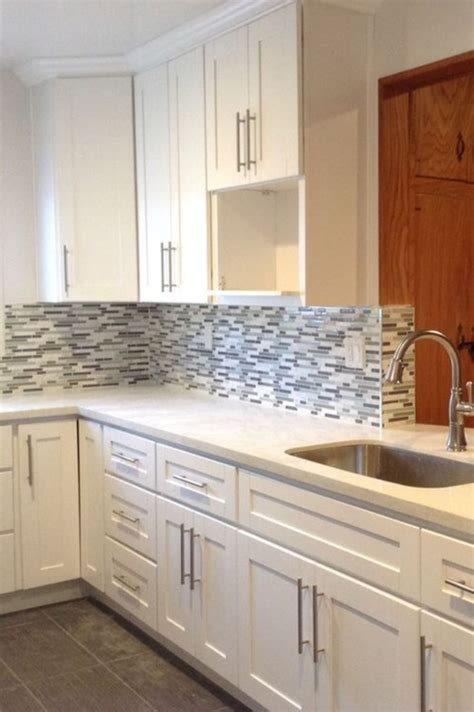 Pictures Of Kitchen Cabinets With Handles by Bin Pulls And Knobs Vs Bar Pulls With Shaker Cabinets