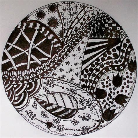 zentangle pattern circle 69 best zentangle circles images on pinterest doodles