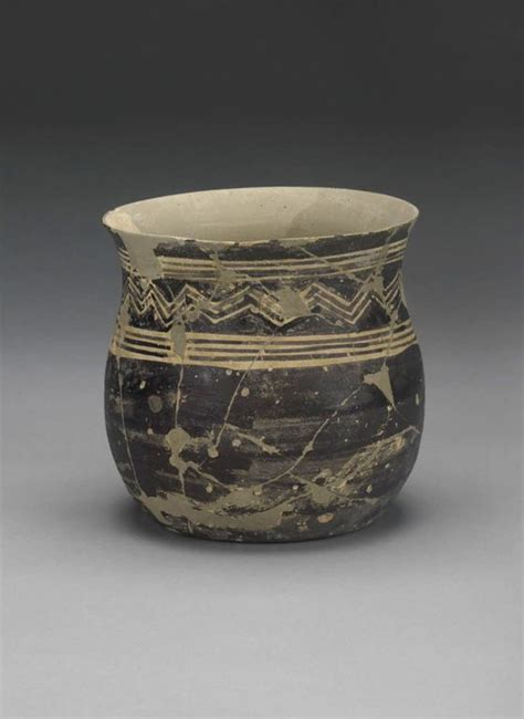 vaso romano antico vase decorated with bands and chevrons vase decorated