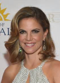 how does natalie morales style hair natalie morales medium wavy cut shoulder length